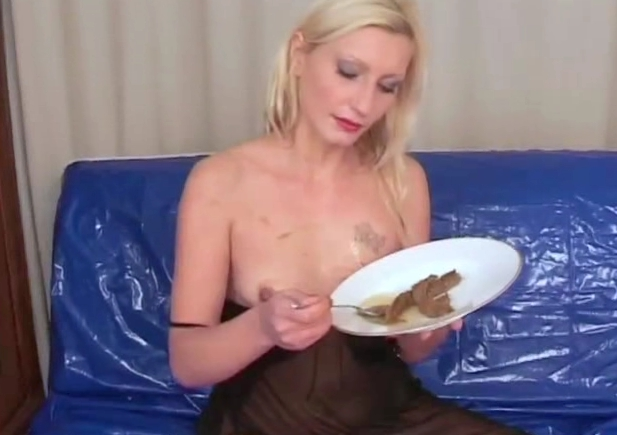 Shit eating from blond