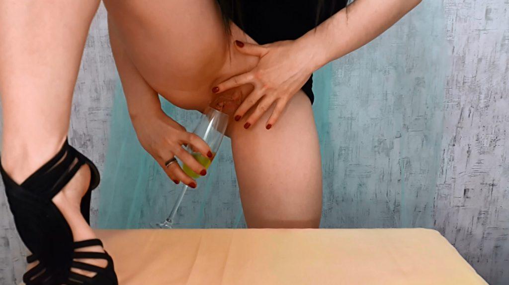 Anna's Private Dinner - PART 1 (Anna Coprofield in Full HD 1080p) - 3