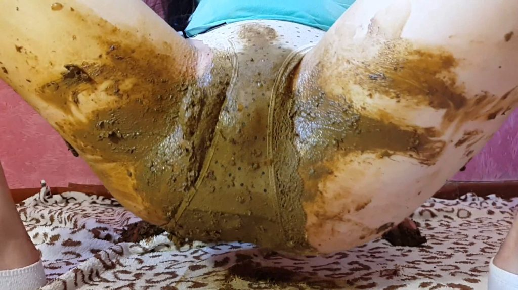 Anna Coprofield – Girl Tight Pants Pooping (Part One) - 5