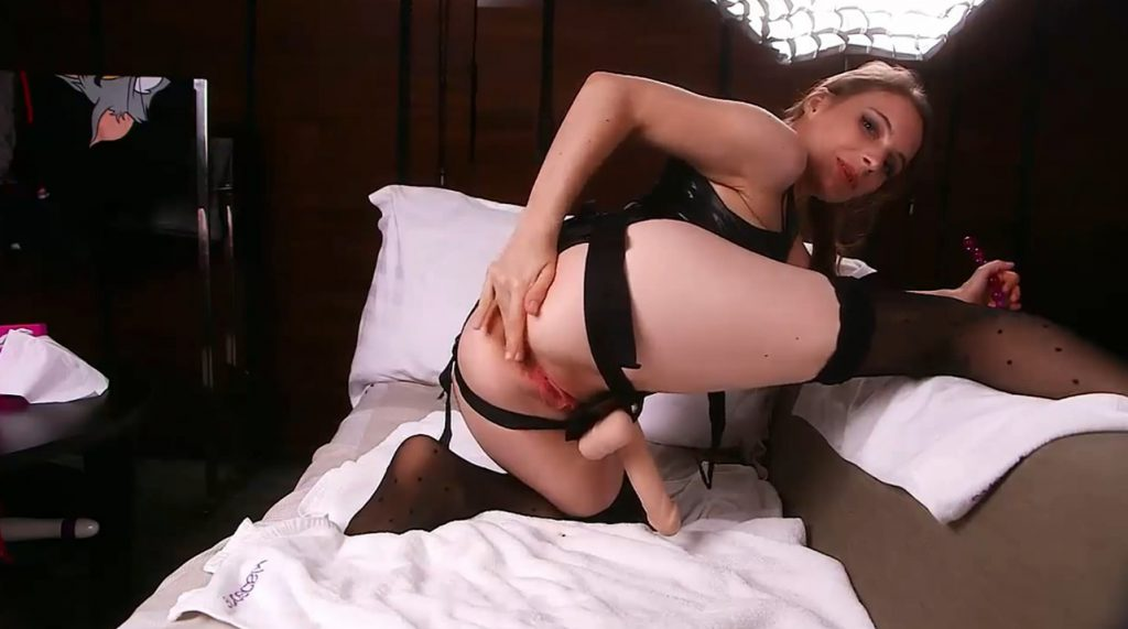 Nymphojulia - Finishing My Anal Chain Of My Slaves - 3