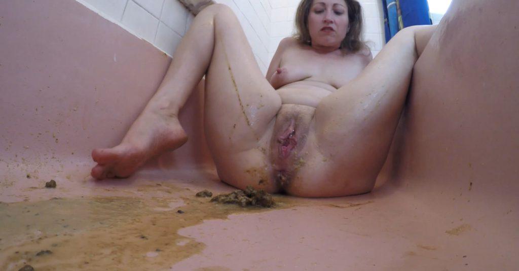 Scat Goddess Amanda - Enema excretion in bath - 4