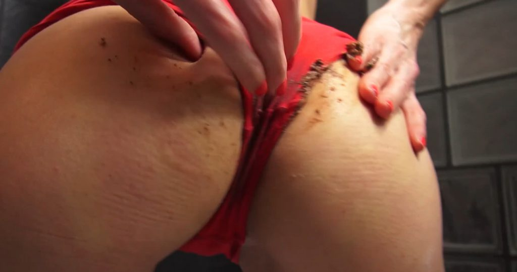 Red Brown Panties in Full HD 1080p - Qu33nSn@ke - 3