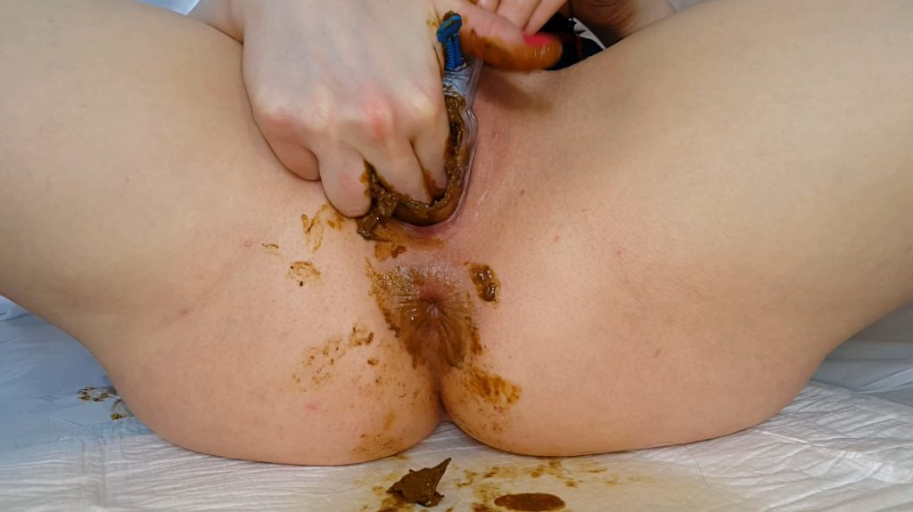 Anna Coprofield shit into its pussy and vagina with feces close-up 1-5