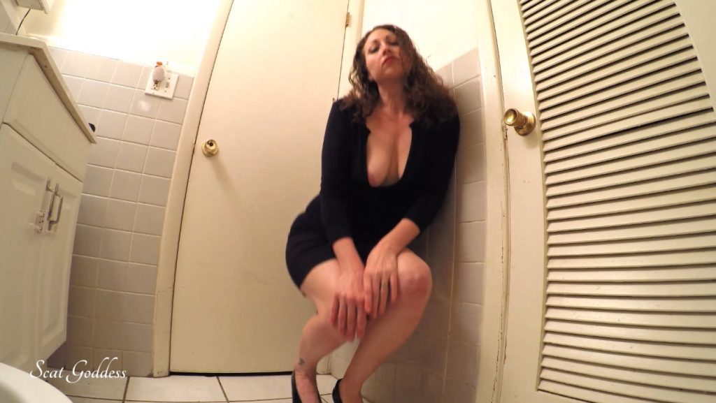 Scat Goddess Amanda - erotic pooping in bathroom - 1