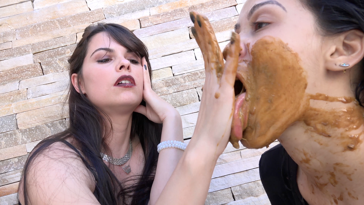 Scat top model – eat my model scat (by Demi Lilith and Bianca)