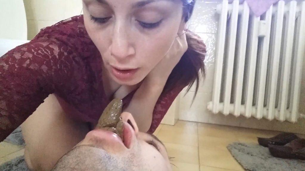 YezzClips com – Moana Voglia-My Scat Human WC - screen 2