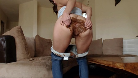 Baby makes her Blue Jeans talk (HD-720p, Pantypoop) Picture 3