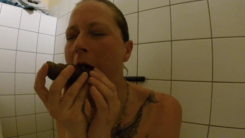 Shit snack on the sauna loo with scatsusan (FULL-HD 1080p) Picture 2