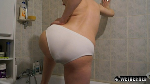 Panty Poop In The Tub (FHD-1080p) Picture 3