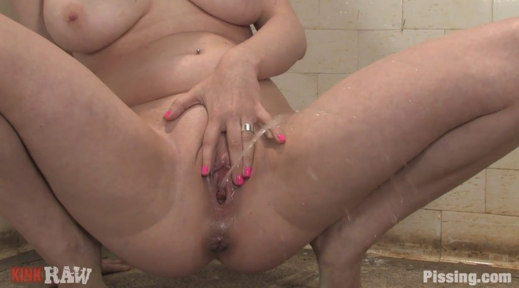 Blond in Double Pee-Bang [pissing.com] pic 1