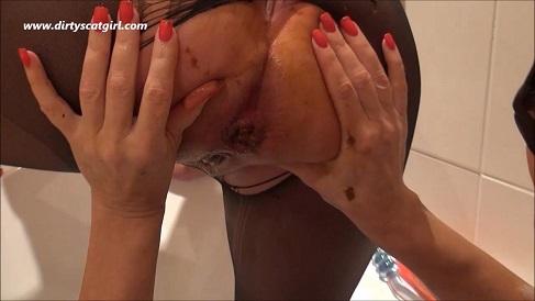 Lesbian dirty baths (HD-720p) Image 2