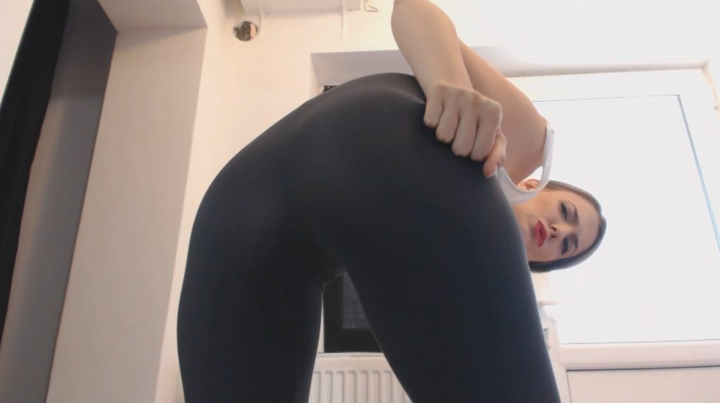 Pooping My Black Leggings – Face Smearing (Diana Spark) Image 1