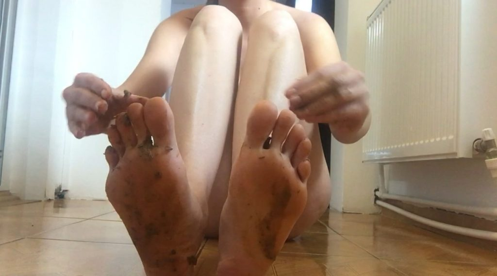 Shit - feet fetish (Diana Spark) Image 2