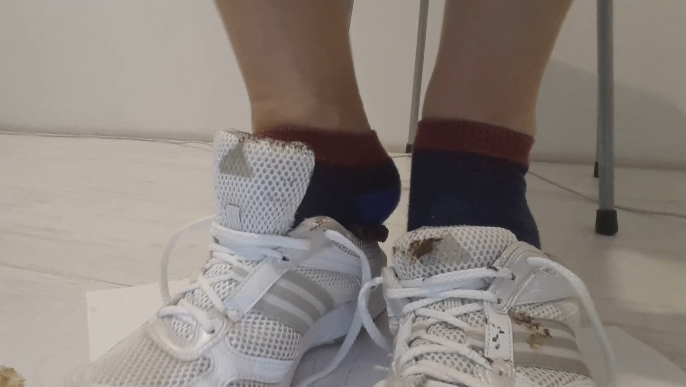 Goddess messy sneakers - Thefartbabes (Full HD 1080p) Image 3